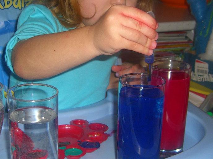 Difúzia, hra s pipetou – pre deti 2+