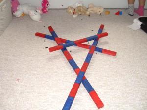 Červeno-modré tyče - labyrint